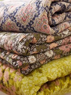 vintage quilts in earthy colors - Ana Rosa Quilt Bedding, Linen Bedding, Bedding Sets, Bed Linen, Comforter, Textiles, Granny Chic, Granny Style, Modern Colors