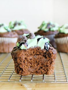Monster Mint-Chocolate Chip Cupcakes from Chocolate-Covered Katie. Looks delish. Healthy Desserts, Just Desserts, Delicious Desserts, Yummy Food, Awesome Desserts, Tasty, Healthy Recipes, Mint Chocolate Cupcakes, Mint Chocolate Chips