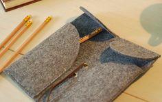 Small Leather Pen Case Pen Holder Pencil Bag Pencil Case by feltk Diy Ideas, Craft Ideas, Diy Notebook, Pencil Bags, Leather Books, Pen Case, Pen Holders, Vintage Love, Leather Craft
