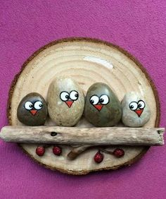 Best Easy Painted Rocks Ideas For Beginners (Rock Painting Inspirational & Stone Art) Pebble Painting, Pebble Art, Stone Painting, Stone Crafts, Rock Crafts, Arts And Crafts, Art Crafts, Rock Painting Designs, Rock Painting Ideas Easy
