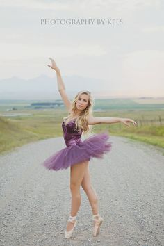 Senior Portrait / Photo / Picture Idea - Girls - Dance / Dancer / Ballet / Ballerina