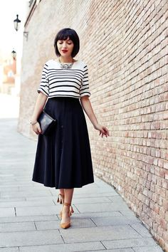 I love this whole outfit: striped top, full midi skirt, tasseled shoes and glittery necklace!