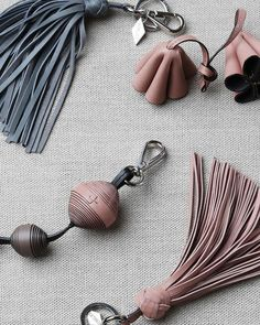 """Diy Jewelry Ideas : Make your bag """"charming"""" with these stylish and chic leather bag accessories -Read More – Leather Accessories, Leather Jewelry, Leather Craft, Handmade Leather, Vintage Leather, Couture Cuir, Diy Jewelry, Handmade Jewelry, Stylish Jewelry"""