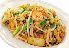 Thai Recipes Fried Noodles w Prawns Pad Thai http://chefleez.com Thai Cooking School Class in Bangkok.