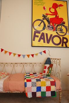 cutest daybed in existence. love the bunting & french print.