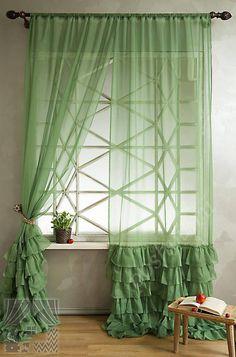 Легкий комплект готовых штор из тончайшей вуали зеленого цвета с рюшами для гостиной или спальни
