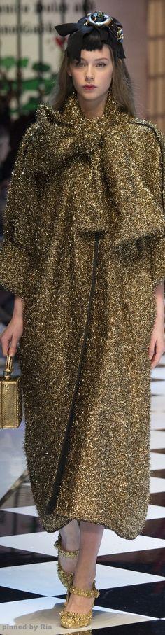 Dolce & Gabbana Fall 2016 RTW l Ria ✏✏✏✏✏✏✏✏✏✏✏✏✏✏✏✏ IDEE CADEAU ☞ gabyfeeriefr.tumblr.com ..................................................... CUTE GIFT IDEA ☞ frenchvintagejewelryen.tumblr.com ✏✏✏✏✏✏✏✏✏✏✏✏✏✏✏✏