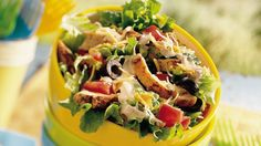 Southwestern Chicken Taco Salad Dinner in 30 minutes is a breeze when you start with cooked and seasoned chicken breast strips from the freezer. Brownie Desserts, Oreo Dessert, Mini Desserts, Coconut Dessert, Taco Salad Recipes, Healthy Recipes, Black Bean Taco Salad Recipe, Taco Recipe, Thm Recipes