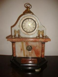 Relógio de mesa ou de parede alemão Ransie com caixa em mármore e onix , com dispositivo de porta canetas , lance inicial R$ 250,00