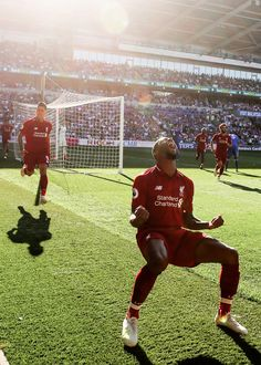 Cardiff Liverpool: Reds sa vracia na vrchol Premier League Daily Mail Online Liverpool Captain, Liverpool Champions, Liverpool Players, Liverpool Fans, Liverpool Football Club, Ynwa Liverpool, Football Pictures, Sports Photos, Soccer Fans