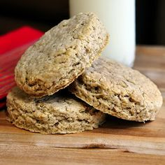 Old Fashioned Oatcakes. Perfect for quick breakfasts or packed lunches, these old fashioned oatcakes can be made plain or with lightly spiced flavour. Breakfast On The Go, Breakfast Time, Breakfast Recipes, Breakfast Ideas, Good Food, Yummy Food, Tasty, Biscuits, Rock Recipes