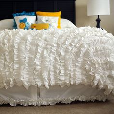 Love the bedding. Not the pillows....maybe this bed skirt for my room?