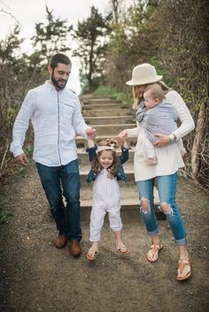 Family Picture Outfit Ideas for your next photo shoot. This is a laid back outfit scheme that I think could work well for any family shoot!