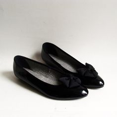 shoes 9.5 / black bow flats / patent leather flats / black patent leather shoes / shoes size 9.5 / vintage shoes - $40