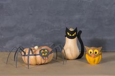 Your fall pumpkins can dress up for Halloween too with these cute felt DIY masks.