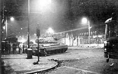 Σάββατο 17 Νοέμβρη, 01:30 τα ξημερώματα Τα τανκς έχουν κυκλώσει το Πολυτεχνείο και περιμένουν την εντολή για επέμβαση.