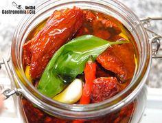 Tomates secos en aceite - Expand Tutorial and Ideas Vegan Dessert Recipes, Raw Food Recipes, Italian Recipes, Vegetarian Recipes, Healthy Recipes, Red Vegetables, Veggies, Chutney, Caviar D'aubergine