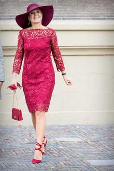 Royal ladies giving us New Year and festive high heel inspiration. From Kate Middleton to Princess Beatrice, Queen Letizia and HRH the Queen, we've found the fanciest party shoes from our favourite royals. Royal Fashion, World Of Fashion, Lady Amelia Windsor, Royal Films, La Haye, Style Royal, Queen Rania, Queen Letizia, Royal Dresses