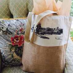 Beautiful custom-designed welcome bag designed for a destination wedding in Virginia! Order bags for your upcoming event from www.weddingwelcomes.com! Hand-delivery available in Virginia and shipment anywhere in the U.S.! Wedding Welcome Gifts, Wedding Gift Bags, Wedding Gifts For Guests, Guest Gifts, Welcome Bags, Jute Bags, Charlottesville, Virginia, Burlap