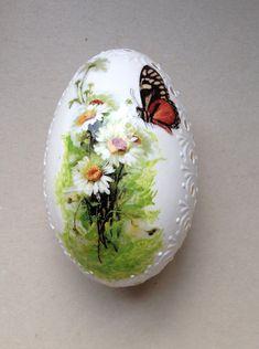 Huevo blanco de gallina Madeira mano decorado por VeryAndVery