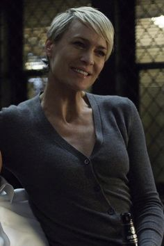 Robin Wright Claire Underwood House of Cards Chapter 23 Robin Wright Hair, Claire Underwood Style, Short Blonde Pixie, Pixie Hairstyles, Haircuts, House Of Cards, Thing 1, Hair Today, Short Hair Styles