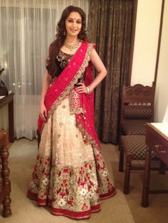 Madhuri Dixit - luv the saree design Wedding Outfits For Women, Indian Wedding Outfits, Pakistani Outfits, Bridal Outfits, Indian Outfits, Indian Clothes, Pakistani Couture, Indian Couture, Indian Weddings