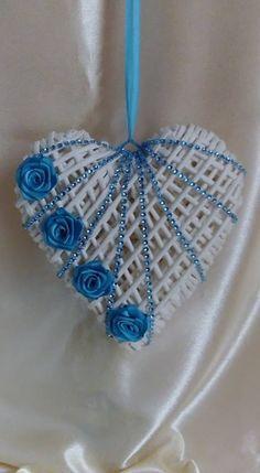 Valentine Crafts, Valentines, Ramadan Decoration, Loom Craft, Paper Weaving, Newspaper Crafts, Heart Crafts, Paper Basket, Heart Decorations