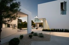 White Stucco Modern House in Venice, California By Dennis Gibbens Architects - http://freshome.com/2013/05/09/white-stucco-modern-house-in-venice-california-by-dennis-gibbens-architects/
