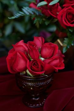 #stylemepretty #roses #redroses #weddingflowers #flowerinspo