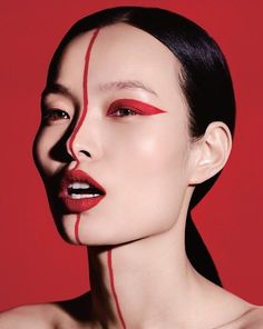Ling Liu Model's glowing makeup looks great in Vogue China. Aspiring star Ling Liu appears on the pages of the September 2017 issue of Vogue China. The Chinese model combines daring make-up looks Makeup Inspo, Makeup Inspiration, Beauty Makeup, Vogue Makeup, Vogue Beauty, Vogue China, Beauty Photography, Fashion Makeup Photography, Creative Makeup Photography