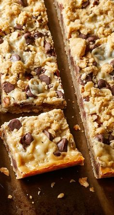 Combine flour, oats, brown sugar & butter in a bowl. Oatmeal Cookie Bars, Oat Bars, Baking Recipes, Cookie Recipes, Dessert Recipes, Bar Recipes, Baking Ideas, Drink Recipes, Chocolate Chip Bars