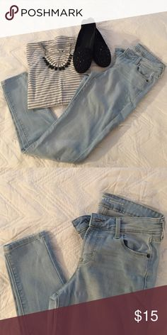 """Mid-rise rockstar light wash Mid-rise, so no booty shots! VERY comfortable. Excellent condition. 27.5"""" inseam. Price firm. Bundle for a discount! Old Navy Jeans Skinny"""