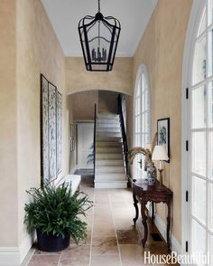 Reminiscent of an orangery arcade, the entry hall is flooded with sunshine thanks to lofty French doors.
