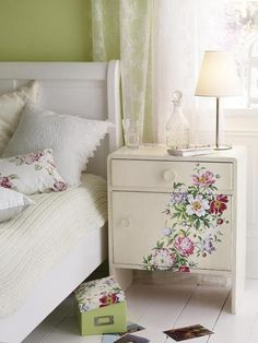 Floral Bedroom Decor! So pretty. Get a side table like this one in your webroom mywebroom.com