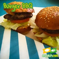 Burger-BBQ: Brioche Burger Buns, Burgersauce und Patties. Bbq, Hamburger, Ethnic Recipes, Food, Brioche, Handmade Burger, Essen, Food Recipes, Barbecue