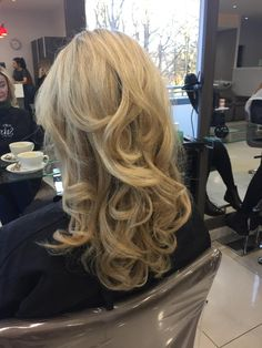 Blonde. highlights. Blow Dried. Curly Blow. Curls. Blow Dry, Blonde Highlights, Curls, Stylists, Long Hair Styles, Beauty, Blonde Chunks, Blond Highlights, Long Hairstyle