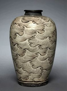 Wave vase- China(Southern Song or Yuan Dynasty)    ( The Cleveland Museum of Art )