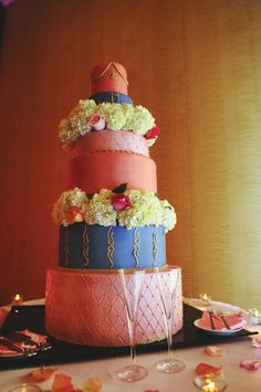 This cake's got it all! Flowers, color, and style!