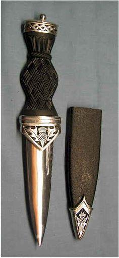 Puñal tipo sgain dubh, ceremonial - Escocia