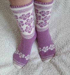 Warm Socks, My Socks, Cool Socks, Knitted Flower Pattern, Knitted Flowers, Knitting Socks, Hand Knitting, Womens Wool Socks, Fashionable Snow Boots