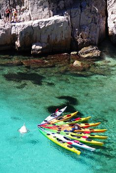 Kayaks in the bay at Calanque d'En-vau, France Kayak Camping, Canoe And Kayak, Kayak Fishing, Canoe Boat, Fishing Tips, Kayaks, Oh The Places You'll Go, Cool Places To Visit, 400m