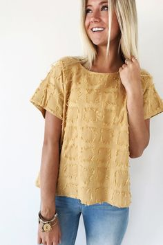 Pieces of Me Fray Top in Gold. What Color Jewelry Goes With Mustard Yellow Mode Outfits, Fashion Outfits, Fashion Trends, Trendy Outfits, Latest Fashion, Fashion Ideas, Women's Fashion, Mein Style, Looks Cool