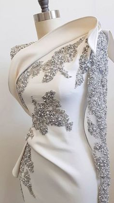Love this. It would be pleasure to meet the person who crafted this. , Royal blue or black Ruby red nice too. Elegant Dresses, Pretty Dresses, Formal Dresses, Wedding Dresses, Prom Dresses, Beautiful Gowns, Beautiful Outfits, Gorgeous Dress, Beautiful Life
