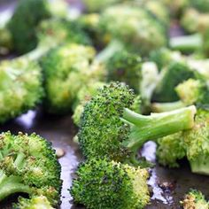 Roasted Lemon Garlic Parmesan Broccoli, side dish, how to roast broccoli, parmesan broccoli, how to cook broccoli Parmesan Asparagus, Lemon Asparagus, Garlic Parmesan, How To Cook Broccoli, Fresh Broccoli, Bomb Sauce, Oven Vegetables, Spaghetti Salad, Pan Seared Salmon