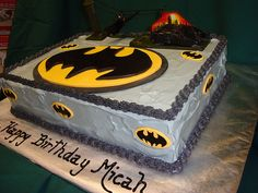 Batman Cake ((awesome of course!!))