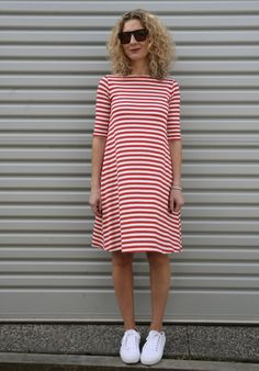 With a change of season just around the corner, the pattern makers are  wowing us with knit dresses and tops to take us from summer into autumn.  Well-made knit fabric garments create a wonderful flattering drape and require much less fitting (which is  good news) but at the same time, they can be a little tricky to work with. Here are our top tips of handling and working with them:  Frankie Knit dress from Tessuti      What actually is knit fabric?     Knit fabrics are made up of rows of…