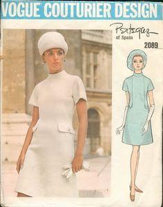 Manuel Pertegaz, uno de los modistas españoles con renombre internacional desde que se fue a NY en 1954. En 1970 diseña su primera colección de prêt á porter.
