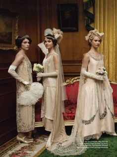 Janet Montgomery, Poppy Drayton and Lily James in Downton Abbey Series 4 Christmas Special photographed by Nick Briggs for Harper's Bazaar UK (December 2013 issue). Poppy Drayton, Downton Abbey Costumes, Downton Abbey Fashion, Vintage Dresses, Vintage Outfits, Vintage Fashion, Estilo Gatsby, Look Gatsby, Downton Abbey Series