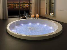 SOLEIL   Bañera de hidromasaje. La bañera con equipamiento perfecta para experiencias únicas en el baño. SIENTE su diseño y tecnología Whirltub Bañera