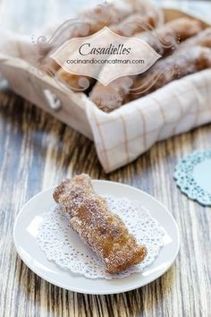 Casadielles - Austrian pastries filled with nuts, yummie! (in Spanish with translator) My Recipes, Mexican Food Recipes, Cookie Recipes, Dessert Recipes, Spanish Desserts, Spanish Dishes, Sweet Cooking, Cooking Time, Best Spanish Food